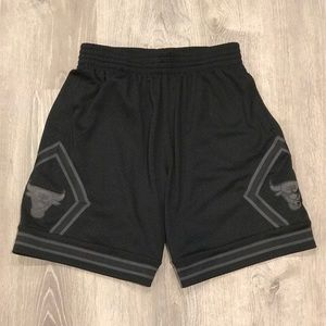 Mitchell And Ness Chicago Bulls Blackout Shorts M